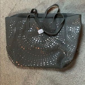 NWT BBW Tote Bag with Zipper